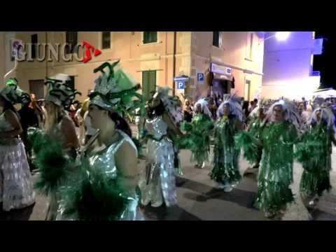 Carnevale estivo: la notte a Follonica si accende di colori
