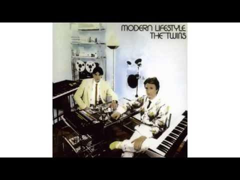 Tekst piosenki The Twins - Automatic man po polsku