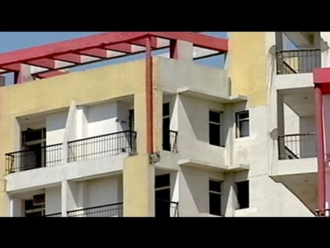 Buyer's - Bringing cheer on the faces of hundreds, some of the leading NCR based developers give their buyers the best gift on Diwali, the possession of their homes. Watch more videos: http://www.ndtv.com/v...
