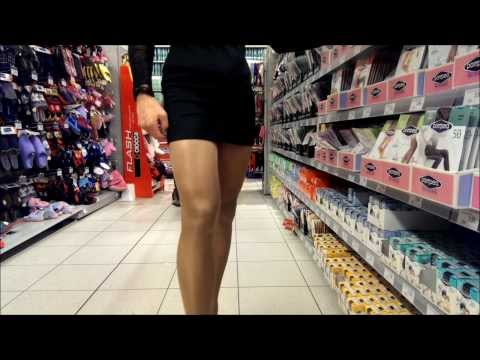 Crossdresser im Einkaufscenter - Crossdresser in the supermarket