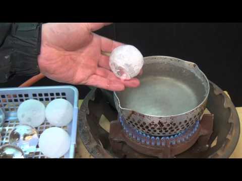 過程實在太震撼了!乾冰放進溫差180度熱水後…..