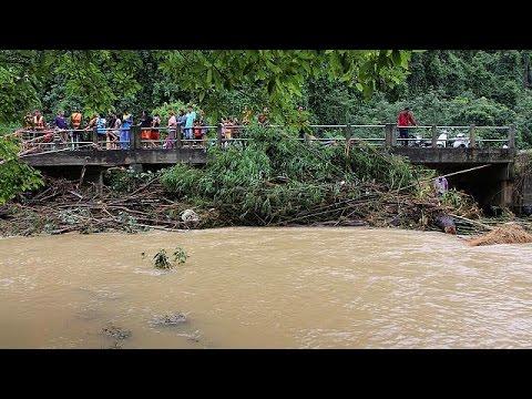 Φονικές πλημμύρες σαρώνουν τη νότια Ταϊλάνδη