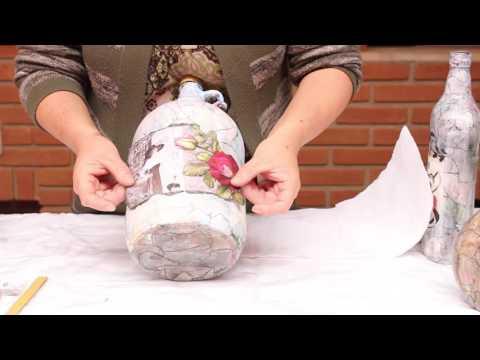 bottiglia decorata in decoupage con effetto marmorizzato