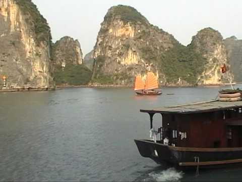 La baie d'Halong, sous le soleil , c'est magnifique , on réve - Travelogy Viet Nam