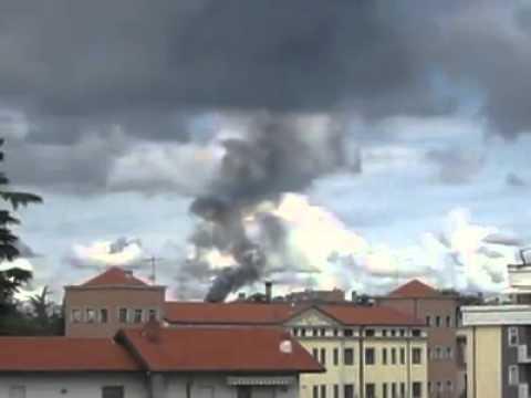 Incendio a Cislago, la colonna di fumo