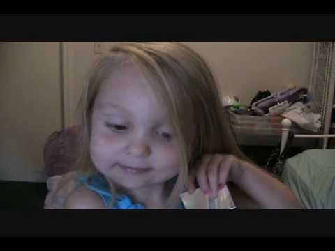 3 Year Old\'s Makeup Tutorial!! (Cutest thing you have ever seen!)