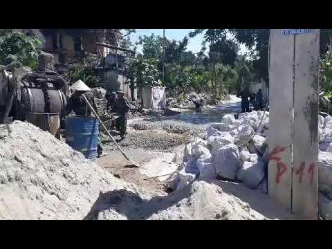 Bộ đội biên phòng Hà Tĩnh về giúp xã Liên MInh đổ đường bê tông 5.2018