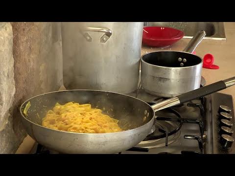 Tagliatelle, gorgonzola speck e zafferano