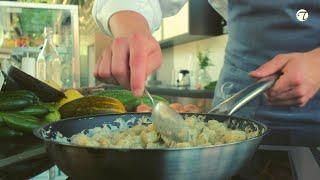 Hamburger Pannfisch aus Kabeljau mit Senfsoße und Schmorgurken