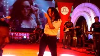 watch live performance of neha kakkar on kala chashma