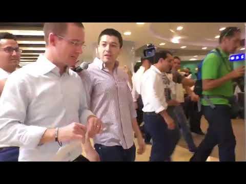 Joven confronta a Ricardo Anaya por las acusaciones de lavado de dinero