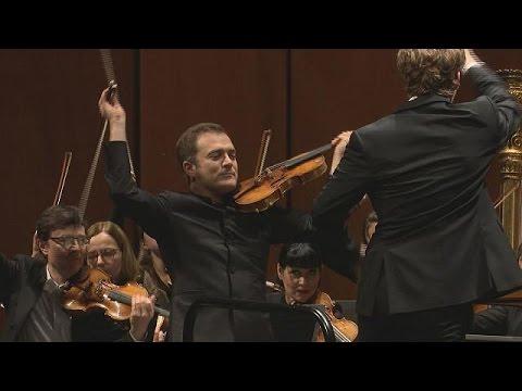 Ο βιολονίστας Ρενό Καπουσόν μαγεύει με τη «Σερενάτα» του Λέοναρντ Μπερνστάιν – musica