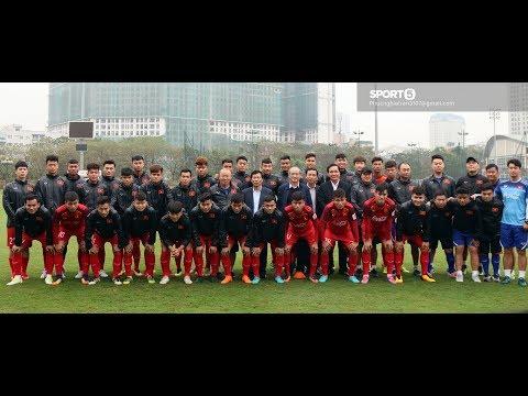 Đội trưởng Quang Hải chững chạc giới thiệu thành viên U23 Việt Nam với Bộ trưởng Bộ VHTT & DL - Thời lượng: 10:15.