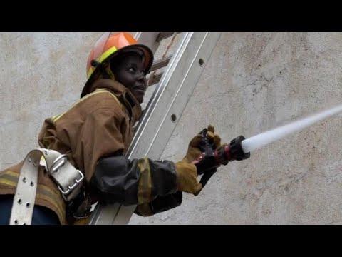Kenias Frauen klettern die Feuerwehr-Karriereleiter hinauf
