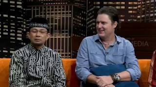 Video Tanya Ustadz Wijayanto Dengan The Scheunemann Family | HITAM PUTIH (10/01/19) Part 4 MP3, 3GP, MP4, WEBM, AVI, FLV Januari 2019