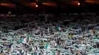 Celtic-Fans singen für verstorbenen Jimmy Johnstone