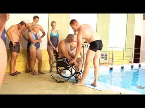 Видео онлайн секс с колясочником что