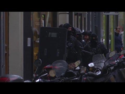 Ξετυλίγουν το κουβάρι της επίθεσης στον Λούβρο οι γαλλικές αρχές