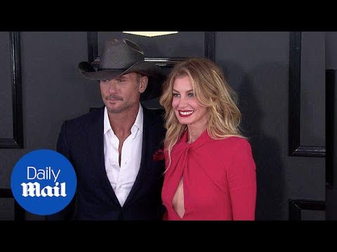 Faith Hill Naked. Uncensored Behind the Scenes.