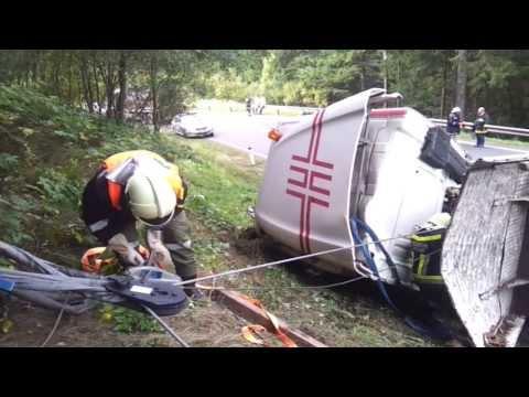 Unfall eines Holztransporters in Bad Leonfelden am 30.09.2013