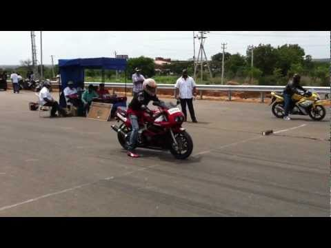 Honda cbr 400 vs Yamaha R15 HD