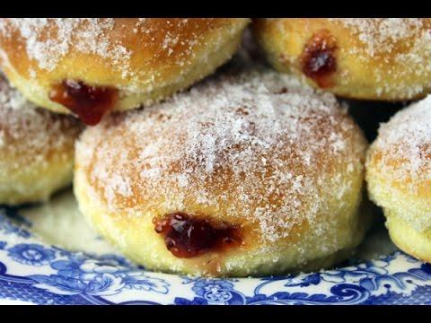 Pączki (Polish Doughnuts)