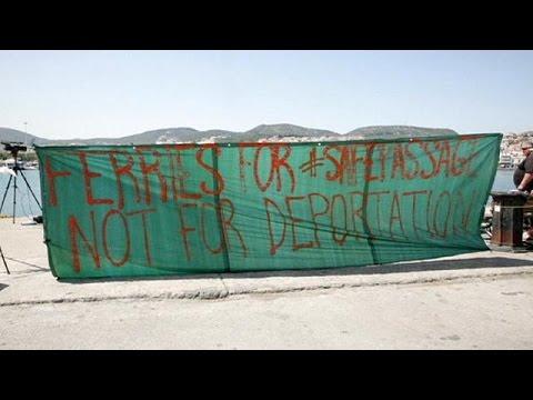 Ελλάδα: Στα δύο χωρίστηκε το λιμάνι της Χίου – Ένταση στον Πειραιά