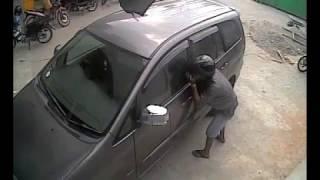 Video Maling pecah kaca mobil - Thief - Car MP3, 3GP, MP4, WEBM, AVI, FLV November 2018