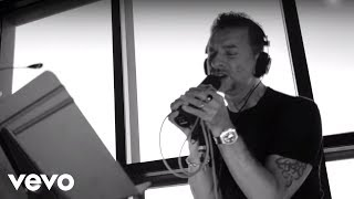 Depeche Mode - Goodbye (In Studio Performance) (Live) lyrics (Spanish translation). | It was you that stripped my soul 