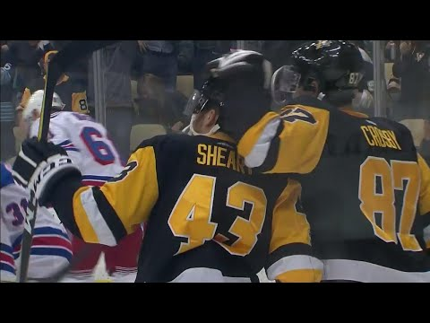 Video: Penguins' Hornqvist sets up Sheary with slick no-look pass