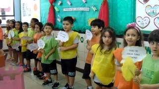Após contação de história, turminha da educação infantil dedica música aos avós!
