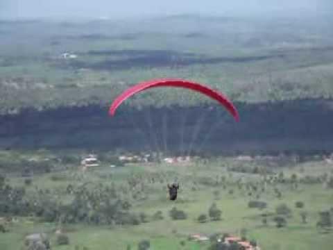 Voo de Parapente na Serra do Estrondo em Axixá do Tocantins (TO) - 1