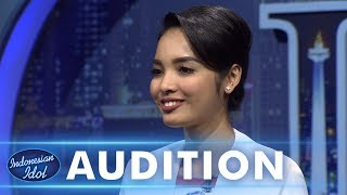 Video Pramugari cantik & menyenangkan terima Titanium Ticketnya Armand - AUDITION 4 - Indonesian Idol 2018 MP3, 3GP, MP4, WEBM, AVI, FLV November 2018