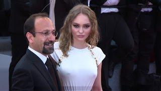Video Cannes: les stars de la soirée d'ouverture sur le tapis rouge MP3, 3GP, MP4, WEBM, AVI, FLV Juli 2017