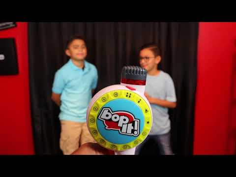 Damian and Darian Go Head to Head with Bop It Maker game! #AD (видео)