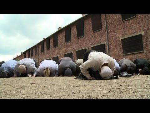 Muslim imams pray at Auschwitz for Holocaust dead