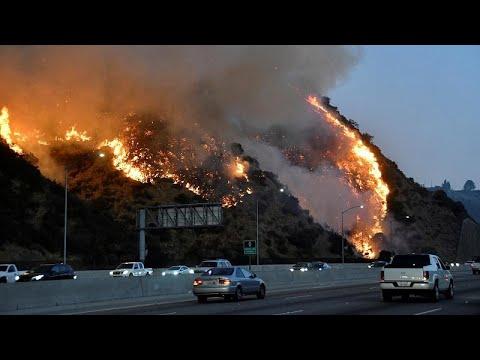 Ισχυροί άνεμοι «ταΐζουν» τις φλόγες στη νότια Καλιφόρνια…