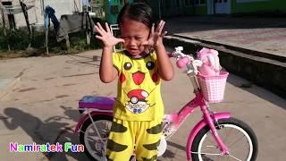 Pikachu Pokemon Go Belajar Naik Sepeda Baru Roda Tiga Lucu Sekali - Kids Learn Ride Bicycle