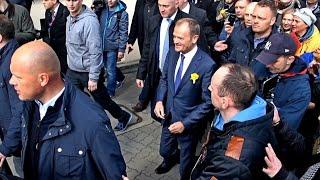 Wzruszające przywitanie Donalda na dworcu – Tusku wróć do kraju, źle się sprawy mają…