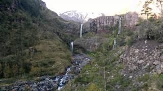 Il filme le paysage quand soudain, le volcan Calbuco entre en éruption