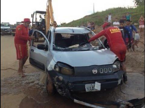 Carro despenca de barranco e cai no Rio Juruá, em Rodrigues Alves.