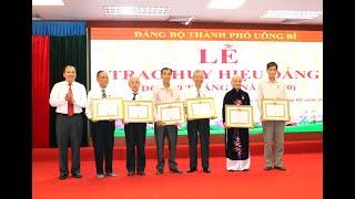 Đảng bộ TP Uông Bí: trao huy hiệu Đảng đợt 19-5