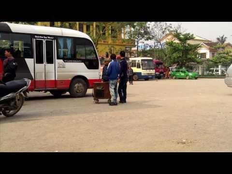 Hát rong Chuyện ba mùa mưa - tại bến xe Ba Đồn, Quảng Bình
