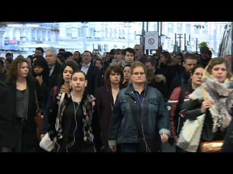 العرب اليوم - إضراب عمال فرنسا يكبدّها 100 مليون يورو