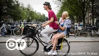 A melhor forma de conhecer Amsterdã é de bicicleta