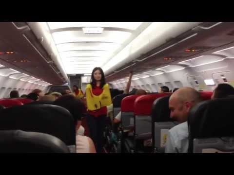 Funniest safety briefing ever with sexy Thai flight attendant!!! Air Asia AK-1922 (видео)