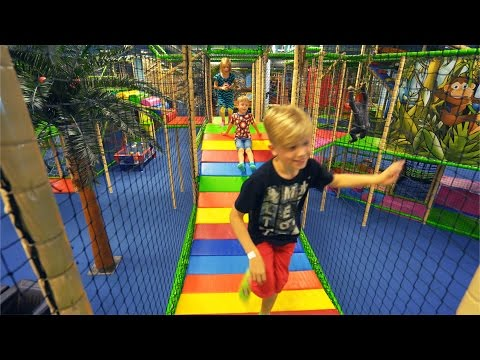 Fun Indoor Playground for Family and Kids at Leo's Lekland (видео)