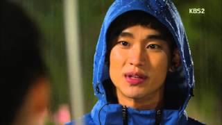 Video [HIT] 프로듀사 - 김수현, 폭우로 손 우산에 아이유 '심쿵' 하지만 카메라 챙겼다.20150529 MP3, 3GP, MP4, WEBM, AVI, FLV April 2018