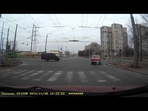 Вот так ездят в Харькове©