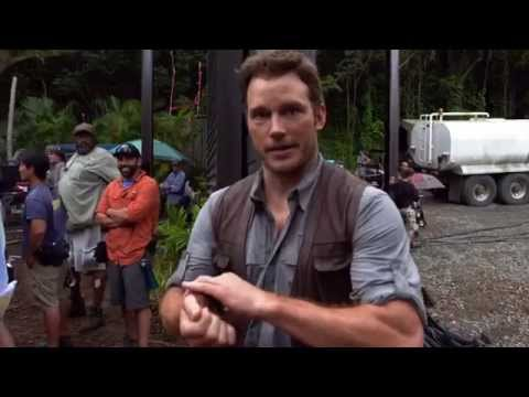 Jurassic World (Behind the Scenes 'Chris Pratt Stunts 101')